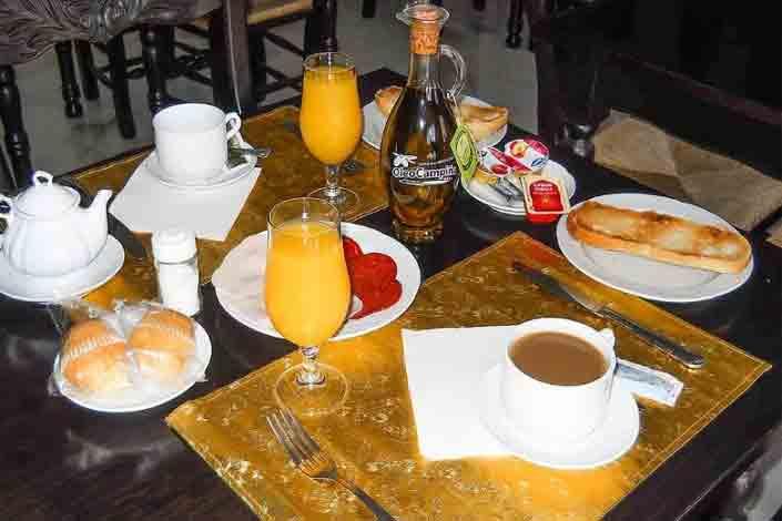 desayuno-continental-cortesia-del-hostal