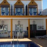 la-piscina-bienvenidos-al-hostal-ciudad-trigueros